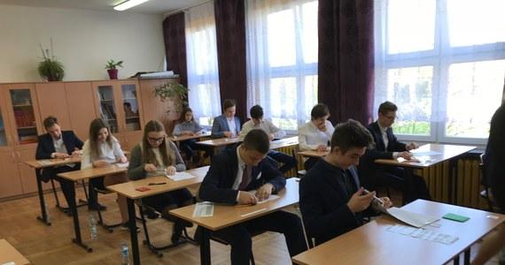 Gimnazjaliści, sprawdźcie, jak Wam poszło na dzisiejszym egzaminie z języka polskiego! Na RMF24 specjalnie dla Was publikujemy arkusze i propozycje rozwiązań!