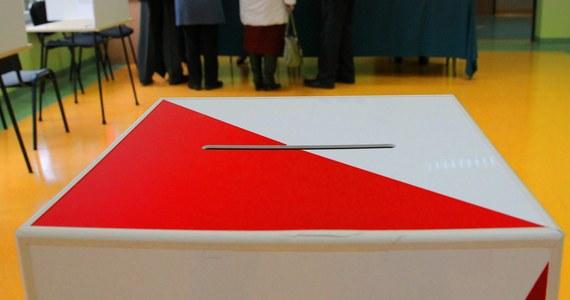 Cały czas brakuje 1500 kandydatów na urzędników wyborczych, którzy mieliby pracować przy tegorocznych wyborach samorządowych. Krajowe Biuro Wyborcze zwróciło się już po pomoc do samorządów.