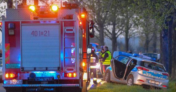 4 osoby trafiły do szpitala po zderzeniu radiowozu z samochodem osobowym na Opolszczyźnie. Do wypadku doszło, kiedy policjanci usiłowali zatrzymać nietrzeźwego kierowcę. Sygnał w tej sprawie dostaliśmy od Słuchacza na Gorącą Linię RMF FM.