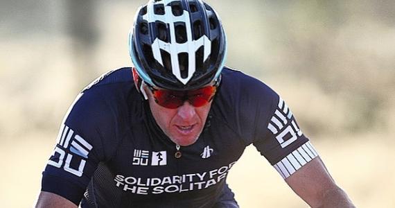 Lance Armstrong zgodził się zapłacić 5 mln dolarów w ramach ugody z rządem Stanów Zjednoczonych. Władze żądały od niego 100 mln dolarów odszkodowania za wykorzystywanie państwowych pieniędzy na cele dopingowe - poinformował adwokat kolarza Elliot Peters.