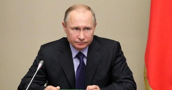 Prezydent USA Donald Trump zaprosił w niedawnej rozmowie telefonicznej prezydenta Rosji Władimira Putina do Waszyngtonu - poinformował w opublikowanym w piątek wywiadzie dla agencji RIA-Nowosti szef rosyjskiej dyplomacji Siergiej Ławrow.