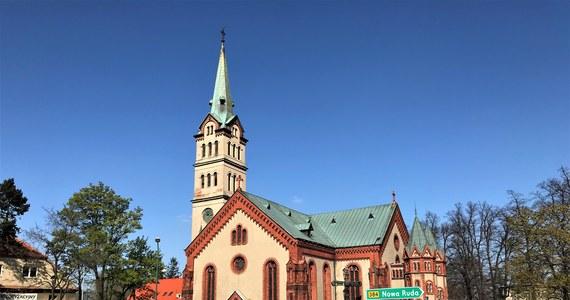 Dolnośląska Bielawa, która była bohaterem cyklu Twoje Miasto w Faktach RMF FM, to malowniczo położone miasteczko u podnóża Gór Sowich. Swoje miejsce, nad Jeziorem Bielawskim znajdą tutaj także miłośnicy odpoczynku nad wodą. Pasjonaci architektury powinni odwiedzić jedną z najwyższych w Polsce wież kościelnych. To także polska stolica reggae.