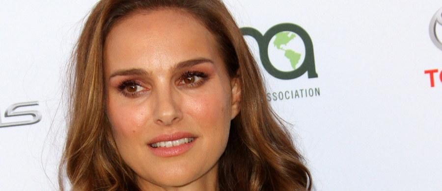 Zdobywczyni Oscara Natalie Portman wyjaśniła, że postanowiła nie brać udziału w ceremonii w Izraelu, podczas której miała odebrać prestiżowe odznaczenie, gdyż nie chce być postrzegana jako zwolenniczka premiera Benjamina Netanjahu, który miał tam przemawiać.