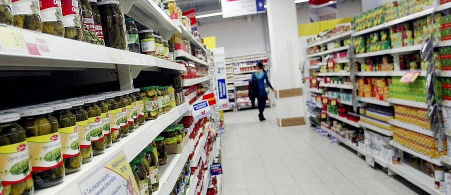 Zakaz niedzielnego handlu na razie niestraszny polskim sklepom. Główny Urząd Statystyczny podał właśnie, że w marcu sprzedaż detaliczna, czyli kwota wydanych przez nas na zakupy pieniędzy wzrosła.