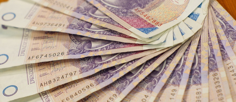 Polska Grupa Górnicza (PGG) przeznaczy w tym roku na podwyżki wynagrodzeń 280 mln zł, a w przyszłym roku ich koszt przekroczy 300 mln zł. Płace górników wzrosną o ponad 7 proc. Związkowcy porozumieli się w tej sprawie z zarządem i zakończyli spór zbiorowy w spółce.