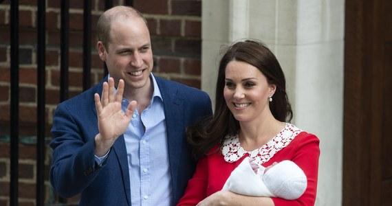 Żona księcia Cambridge Williama, księżna Kate urodziła syna - poinformował w poniedziałek Pałac Kensington. Dziecko jest piąte w linii sukcesji po księciu Karolu, swoim ojcu i rodzeństwie: pięcioletnim George'u i trzyletniej Charlotte. Według komunikatu chłopiec waży 3,83 kg. Zarówno matka, jak i dziecko czują się dobrze. Przy porodzie był obecny ojciec, książę William - drugi w kolejności do brytyjskiego tronu.