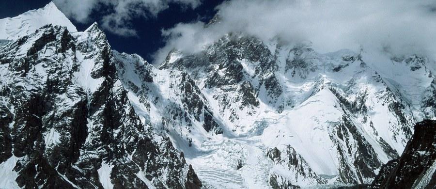 """Hasło """"K2 dla Polaków"""" pozostaje aktualne. Jak poinformował prezes Polskiego Związku Alpinizmu Piotr Pustelnik, niebawem rozpoczną się przygotowania do kolejnej próby wejścia na ten ostatni niezdobyty zimą ośmiotysięcznik. """"Będzie dobrze, jak uda się w sezonie 2019/2020"""" - powiedział."""