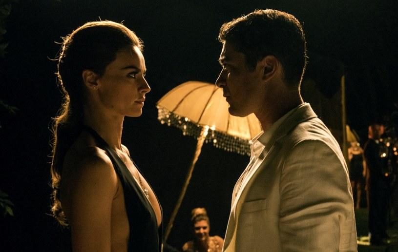"""Kasia Smutniak gra jedną z kluczowych ról w filmie """"Loro"""" (Oni) zdobywcy Oscara Paolo Sorrentino. To niezwykły portret byłego premiera Włoch Silvio Berlusconiego. Aktorka wciela się w postać fikcyjną, przypominającą jedną z bohaterek skandalu obyczajowego."""