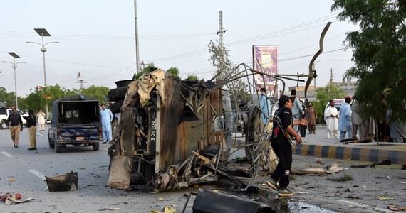 Co najmniej sześciu policjantów zginęło, a 15 zostało rannych we wtorek w trzech rebelianckich atakach samobójczych w okolicy Kwety, stolicy prowincji Beludżystan w południowo-zachodnim Pakistanie - poinformowały lokalne władze.