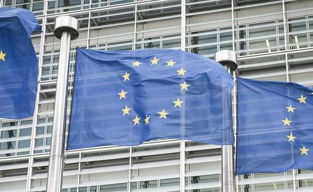 """Trzeba zrobić ostatni krok w negocjacjach z Komisją Europejską w sprawie wycofania art. 7, chociaż on kosztuje najwięcej. Ten krok powinna zrobić Warszawa. Jak ustaliłam, ze strony Komisji Europejskiej """"sprawa jest praktycznie dogadana"""". """"W kolegium komisarzy jest pełne poparcie dla Timmermansa. Problemy wewnętrzne w związku z szykowanym kompromisem zostały uspokojone"""" - usłyszałam od urzędnika KE, który obserwuje negocjacje z Polską."""