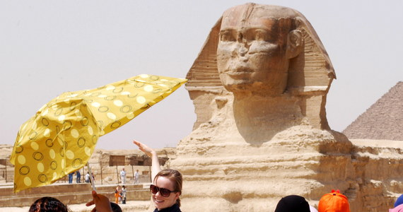 W celu ożywienia sektora turystycznego władze Egiptu wprowadziły prawo, nakładające grzywny na miejscowych handlarzy za zbyt nachalne zachowanie wobec turystów. Maksymalna kara to 10 tys. funtów egipskich (567 USD).