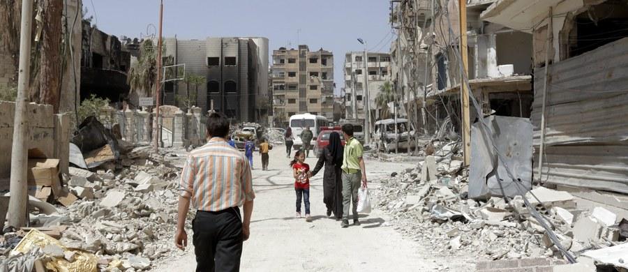 Inspektorzy Organizacji ds. Zakazu Broni Chemicznej (OPCW) w środę po raz drugi odwiedzili miasto Duma w sąsiadującym z Damaszkiem regionie Wschodniej Guty, gdzie ponownie pobrali próbki w związku z podejrzeniami, że syryjski reżim dokonał tam ataku chemicznego.