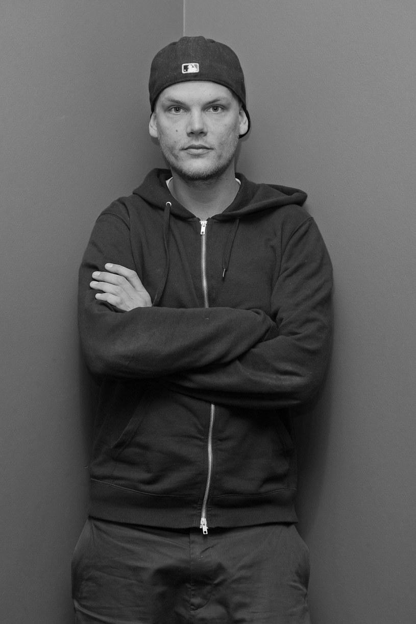 """Opublikowany w październiku 2017 r. dokument """"Avicii: True Stories"""" ujawnia kulisy zakończenia koncertowej kariery Aviciiego. Teraz media przypomniały sobie o tym filmie, gdy popularny DJ zmarł niespodziewanie w wieku 28 lat."""