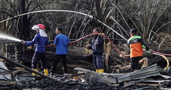 21 osób zginęło, a 38 zostało ciężko rannych w pożarze szybu naftowego w Indonezji. Ogień pojawił się w nocy z wtorku na środę. Gaszenie trwało wiele godzin.