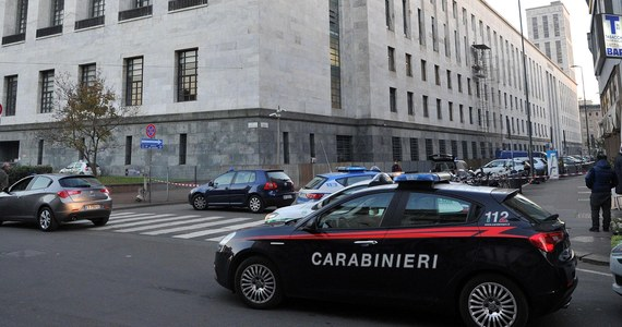 21-letni obywatel Gambii został zatrzymany w czwartek koło Neapolu. Przygotowywał zamach terrorystyczny we Włoszech. Chciał wjechać w tłum samochodem - poinformowała prokuratura.