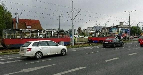 Dwa tramwaje zderzyły się na ulicy Fabrycznej w Bydgoszczy. Informację o tym zdarzeniu dostaliśmy na Gorącą Linię RMF FM.