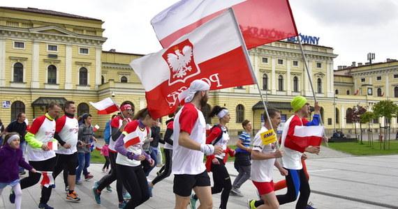 Świętujcie razem z nami Dzień Flagi Rzeczpospolitej Polskiej! I dołączcie do nas na trasie biało-czerwonej sztafety RMF FM. W tym roku przemierzymy Polskę z południa na północ. Zobaczcie, jak dokładnie będzie przebiegać nasza trasa!