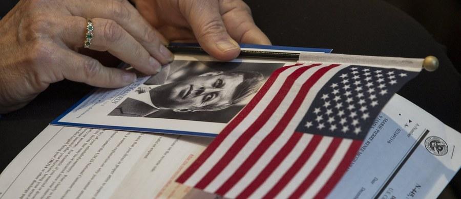 Wbrew składanym jesienią ubiegłego roku obietnicom prezydent Donald Trump nie odtajni pozostałych dokumentów dotyczących zamachu na prezydenta Johna F. Kennedy'ego. Trump oświadczył w czwartek, że muszą one jeszcze pozostać poufne ze względu na bezpieczeństwo narodowe.