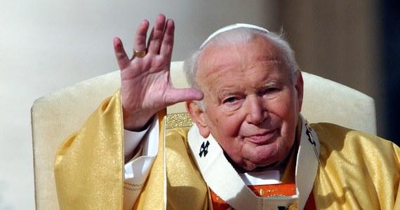 Bardzo ważnym dla Polaków dziedzictwem świętego Jana Pawła II jest jego lekcja patriotyzmu - powiedział PAP postulator procesu beatyfikacyjnego i kanonizacyjnego papieża ksiądz Sławomir Oder. W piątek mijają 4 lata od kanonizacji Jana Pawła II.