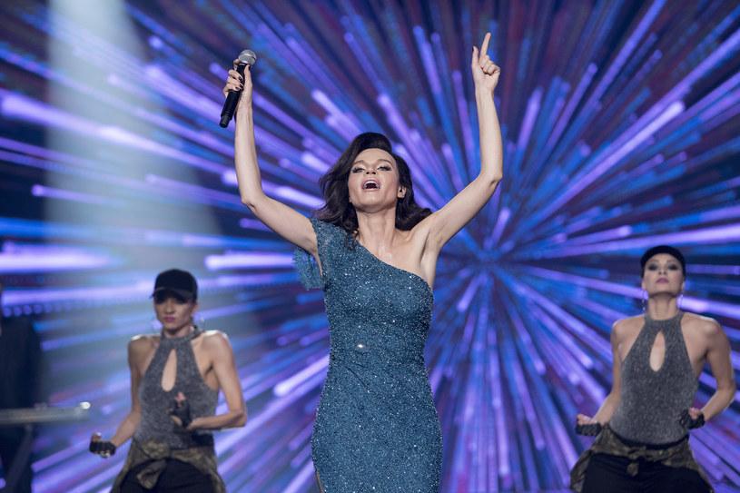 """W kolejnym odcinku programu """"Twoja Twarz Brzmi Znajomo"""" na scenie pojawi się Natalia Krakowiak, która wcieli się w Sylwię Grzeszczak. To wszystko już w najbliższą sobotę, 28 kwietnia."""