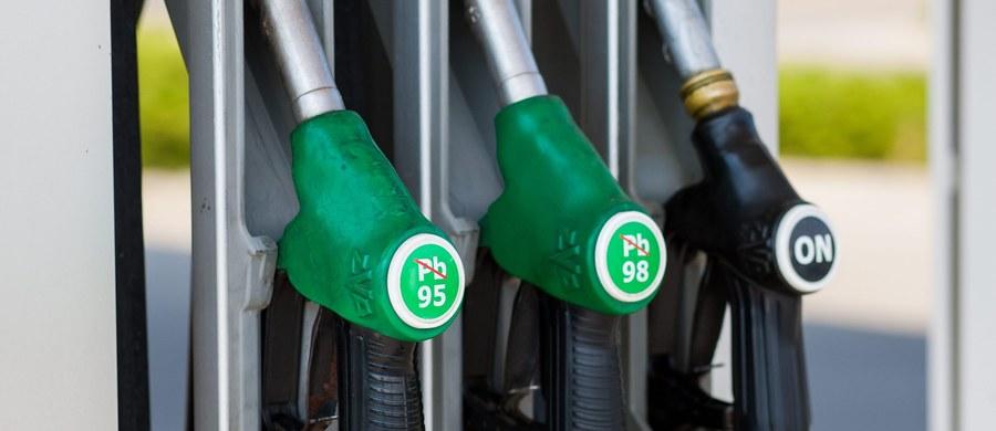 W przyszłym tygodniu ceny paliw na stacjach benzynowych znów wzrosną - prognozują analitycy. Wśród przyczyn wskazują na wysokie ceny ropy na rynkach, podtrzymywane przez niestabilność sytuacji politycznej na świecie oraz słabnięcie złotego do dolara.