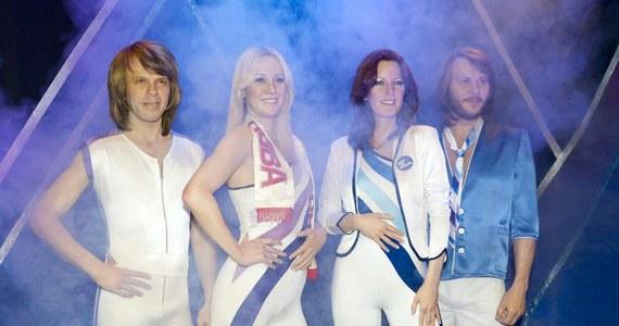 """Po 35-letniej przerwie Abba powraca z nową muzyką. """"Może i jesteśmy trochę starsi, ale brzmienie jest nowe"""" – przekazali członkowie grupy Agnetha, Benny, Björn i Anni-Frid w wydanym w szwedzkich mediach oświadczeniu."""