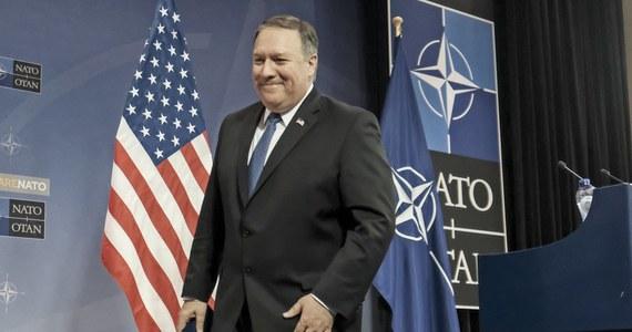 """""""Rozmawiając z przywódcą Korei Północnej Kim Dzong Unem, odniosłem wrażenie, że z powagą podchodzi do obecnych rozmów w sprawie koreańskiego programu nuklearnego"""" - powiedział w Brukseli sekretarz stanu USA Mike Pompeo. Podczas konferencji kończącej rozmowy ministrów spraw zagranicznych NATO Pompeo skomentował swoje spotkanie z północnokoreańskim przywódcą, które odbyło się dwa tygodnie temu."""