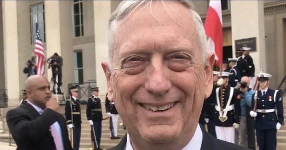 W Pentagonie odbyło się spotkanie szefów resortów obrony Stanów Zjednoczonych i Polski. James Mattis - przed rozmową z Mariuszem Błaszczakiem - mówił polskim dziennikarzom, że z punktu widzenia Waszyngtonu stosunki z Polską są doskonałe.