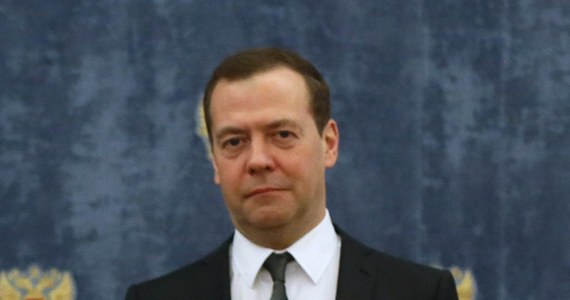 Premier Rosji Dmitrij Miedwiediew ocenił, że odpowiedzią na restrykcje nałożone przez USA na przedstawicieli Moskwy mogłyby być indywidualne sankcje wobec obywateli amerykańskich. Ocenił, że celem sankcji USA jest zaszkodzenie Rosji i jej gospodarce.