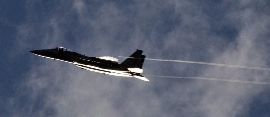 """Izraelskie samoloty dokonały w sobotę nalotu na palestyński port w Gazie. Według komunikatu izraelskich sił powietrznych zaatakowały  """"sześć celów wojskowych należących do sił morskich Hamasu, zatapiając m.in. dwie jednostki pływające"""". W komunikacie podkreśla się, że izraelski nalot był """"odpowiedzią na działalność terrorystyczną i próby przekroczenia granicy Izraela podczas piątkowych demonstracji ludności Strefy Gazy""""."""