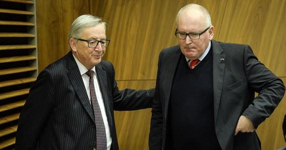 Po interwencji premierów Polski i Węgier oraz prezydenta Francji Komisja Europejska próbuje w ostatniej chwili zwiększyć pulę pieniędzy na politykę spójności i rolnictwo - ustaliła dziennikarka RMF FM. Szefostwo KE szuka cięć w innych politykach, zanim zaproponuje 2 maja budżet na lata 2021-2027. Jeżeli nie będzie dzisiaj zgody na niższym szczeblu co do liczb na poszczególne polityki, to jest plan, by odwołać z przedłużonego weekendu wszystkich komisarzy i zwołać nadzwyczajne posiedzenie kolegium 1 maja