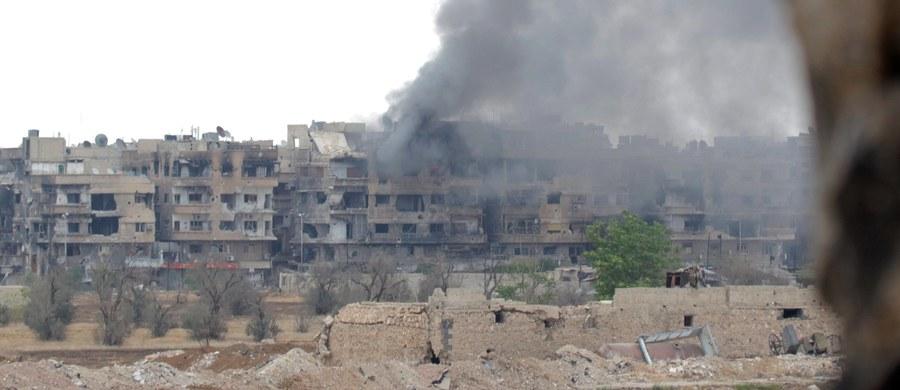 Kilka baz syryjskich wojsk rządowych umiejscowionych w muhafazach Hama i Aleppo zostało ostrzelanych w niedzielę pociskami rakietowymi niewiadomego pochodzenia - podała syryjska telewizja. Do ataku rakietowego doszło o godz. 22:30 czasu lokalnego (21:30 w Polsce).
