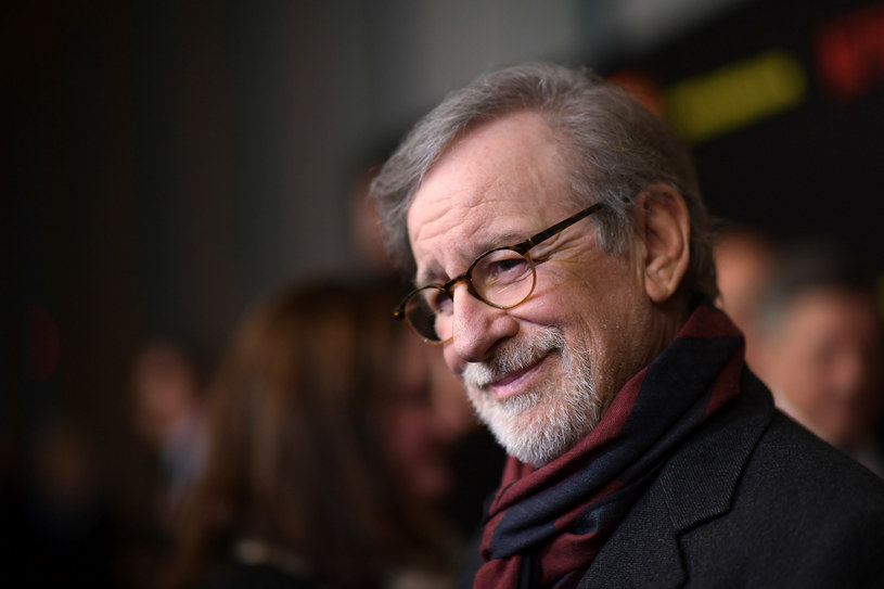 """Podczas dyskusji towarzyszącej specjalnemu pokazowi """"Listy Schindlera"""" na nowojorskim Tribeca Film Festival Steven Spielberg podzielił się wyjątkowym wspomnieniem związanym z realizacją tego obrazu. Przyznał, że niezwykłym wsparciem był dla niego w tamtym czasie aktor Robin Williams."""