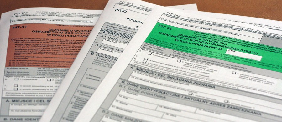 Poniedziałek jest ostatnim dniem na przesyłanie deklaracji podatkowej PIT za zeszły rok i rozliczenie podatku. Resort finansów radzi, by PIT-a wysłać przez internet - jest szybciej, a ryzyko popełnienia błędu jest mniejsze.