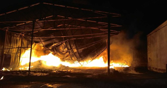 Strażacy opanowali pożar hali przy ulicy Łukasiewicza w Wołominie. W tej chwili ogień dogasza jeszcze około 50 strażaków. Informację o pożarze dostaliśmy na Gorącą Linię RMF FM.