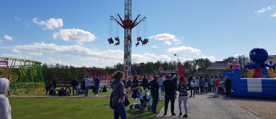 """Akcja strażaków w parku rozrywki """"Pomerania"""" niedaleko Kołobrzegu. Zablokowała się tam karuzela."""