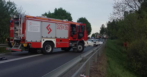 Tragedia na drodze w Małopolsce. W wyniku zderzenia w Woli Filipowskiej trzech samochodów zginęły trzy osoby, a cztery zostały ranne. Informację w tej sprawie i zdjęcie z miejsca wypadku otrzymaliśmy na Gorącą Linię RMF FM.