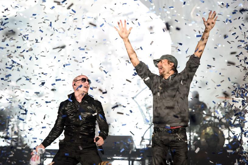 """Latynoscy gwiazdorzy Enrique Iglesias i Pitbull ponownie połączyli siły, by nagrać piosenkę """"Move to Miami""""."""
