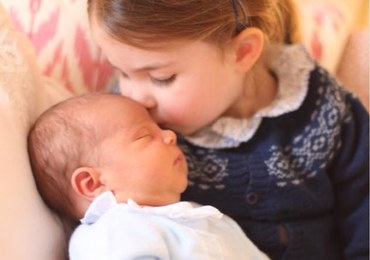 Syn księżnej Kate w objęciach siostry. Wyjątkowe zdjęcia trafiły do sieci