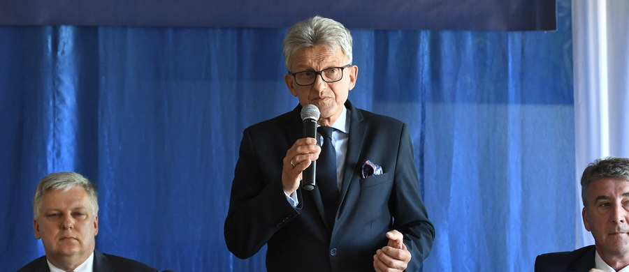 Reforma wymiaru sprawiedliwości będzie kontynuowana; na jej owoce trzeba poczekać - powiedział poseł PiS Stanisław Piotrowicz podczas spotkania w niedzielę z mieszkańcami Tomaszowa Lubelskiego. Zachęcał do interesowania się polityką i budowania jedności narodowej.