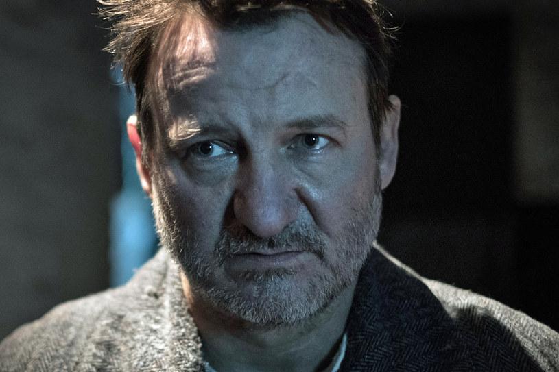 """""""Katyń - Ostatni świadek"""" odsłania kulisy jednej z najbardziej poruszających historii czasów II wojny światowej - ukrywanej przez lata prawdzie o zbrodni katyńskiej. """"Temat traktuję personalnie, bo dotyczy też historii mojej najbliższej rodziny"""" - mówi reżyser filmu Piotr Szkopiak."""