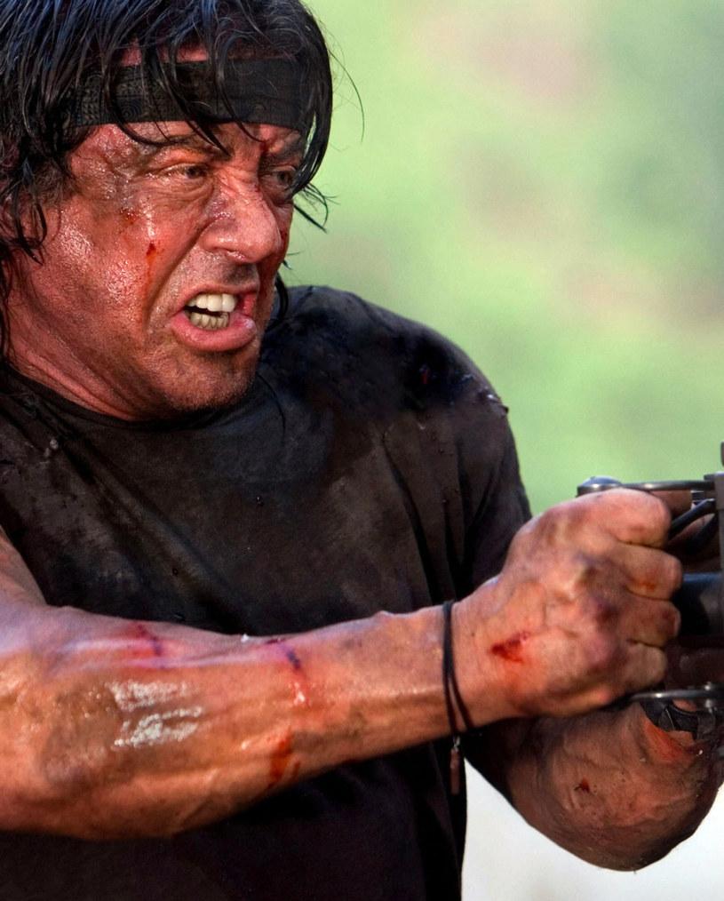 """Sylvester Stallone wróci jako John Rambo w piątej odsłonie przygód weterana wojny w Wietnamie - wynika z informacji serwisu Deadline. Niewykluczone, że gwiazdor stanie także za kamerą """"Rambo 5""""."""