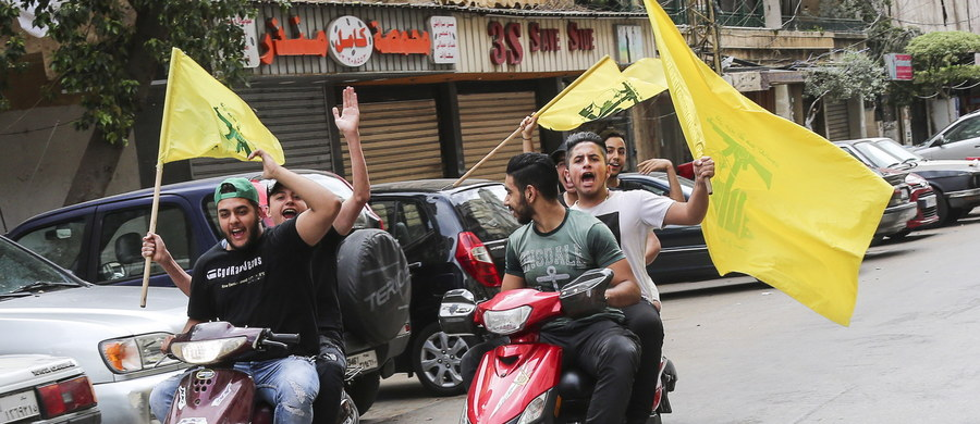 """Lider Hezbollahu szejk Hasan Nasrallah oświadczył w poniedziałek, że wybory parlamentarne w Libanie są porażką USA i """"niektórych państw Półwyspu Arabskiego"""". Dodał, że """"opór"""", jak Hezbollah nazywa swoją aktywność militarną, będzie trwał, gdyż ma poparcie społeczne."""