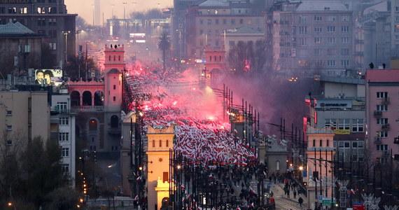 """Część haseł, symboli i okrzyków wznoszonych podczas zeszłorocznego Marszu Niepodległości w Warszawie """"jednoznacznie wskazuje na związek z zakazanymi ideologiami, bądź nawołuje do różnic narodowościowych, rasowych i wyznaniowych"""". Jak dowiedział się reporter RMF FM, takie są wnioski opinii biegłego, który na polecenie prokuratury przeanalizował materiał dowodowy."""