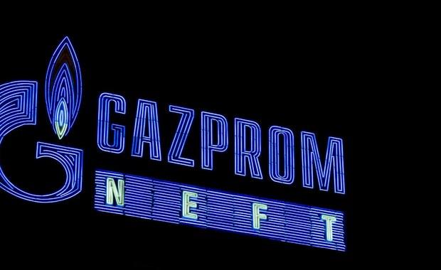 Urząd Ochrony Konkurencji i Konsumentów zdecydował o postawieniu zarzutów Gazpromowi i pięciu innym międzynarodowym podmiotom za finansowanie gazociągu Nord Stream 2 - poinformował o tym prezes UOKiK-u Marek Niechciał. Według Urzędu, sześć firm nielegalnie zawiązało konsorcjum na rzecz sfinansowania budowy Nord Stream 2: nielegalnie, bowiem mimo braku zgody UOKIK-u w tej sprawie i tak nieformalnie zawiązały współpracę. Może to, zdaniem UOKiK-u, oznaczać złamanie prawa antymonopolowego. Niechciał zaznaczył, że Urząd posiada dokumenty, które pozwoliły na postawienie zarzutów. Podał również, że Gazprom i pięć innych zainteresowanych firm dostały już postanowienie UOKiK-u i mają 21 dni na złożenie wyjaśnień.