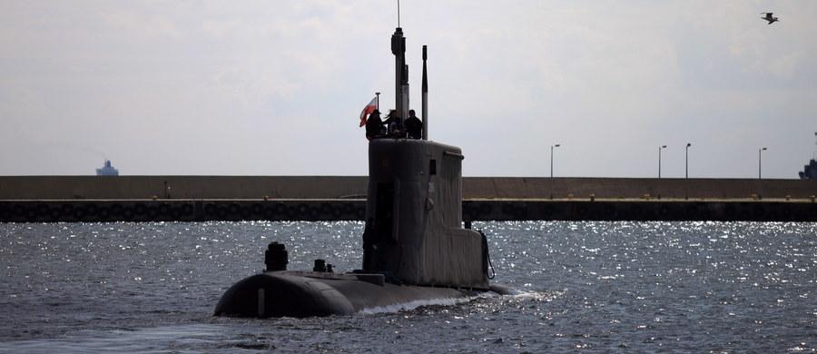 Pilny zakup okrętów podwodnych nigdy nie był realny? Były szef MON, Antoni Macierewicz obiecywał, że decyzja w tej sprawie zapadnie do końca 2017 roku. Teraz resort obrony w odpowiedzi na interpelację poselską odpowiada, że decyzji cały czas nie ma, a nowe okręty podwodne mogą zostać kupione... najwcześniej za cztery lata.
