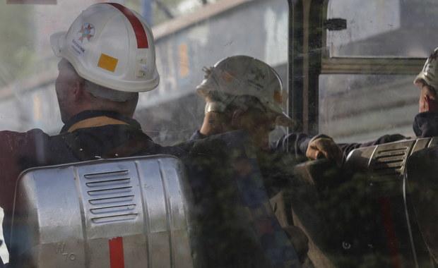 Wojsko Polskie włącza się w akcję ratowniczą w kopalni Zofiówka - poinformował szef MON Mariusz Błaszczak. Dodał, że na miejsce udają się żołnierze Marynarki Wojennej wyposażeni w roboty przeznaczone do prowadzenia poszukiwań podwodnych.