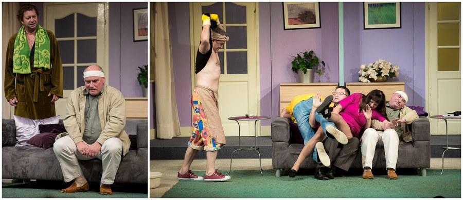"""Ponad 1600 przedstawień. 24. rok na scenie. 3140 godzin czystego, wyzwalającego śmiechu! Grubo ponad... 300 tysięcy widzów. I wciąż więcej chętnych niż biletów! Takie spektakle się nie zdarzają. A tym razem krakowski Teatr Bagatela zaprasza na zupełnie wyjątkową odsłonę """"Mayday""""! 27 maja kultowy spektakl będzie można zobaczyć w Auditorium Maximum UJ: pieniądze uzyskane ze sprzedaży biletów-cegiełek zostaną przekazane na rzecz Fundacji Osób Niepełnosprawnych Bariera. Bilety-cegiełki można już kupować w kasach Teatru Bagatela!"""