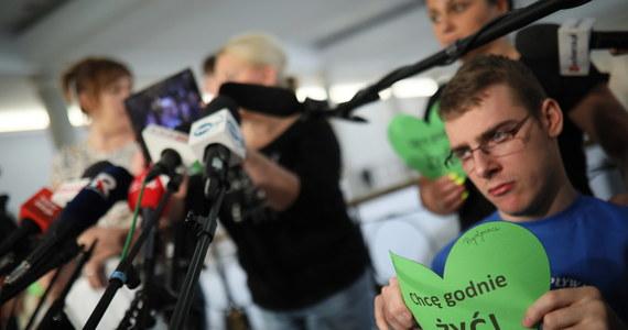 Kancelaria Sejmu wstrzymała wydawanie jednorazowych przepustek. To oznacza ograniczenie dostępu nie tylko dla dziennikarzy, wycieczek szkolnych, ale przede wszystkim ekspertów - którzy regularnie brali udział w posiedzeniach komisji sejmowych.