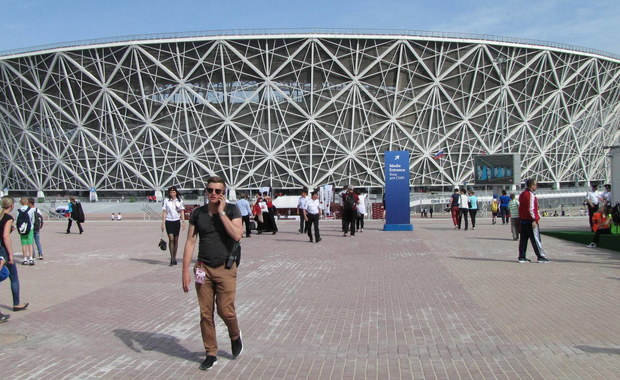 Stadion w Wołgogradzie gotowy na przyjęcie polskiej reprezentacji w meczu z Japonią 26 czerwca. Stadion mieści 45 tysięcy kibiców. Obejrzał go nasz korespondent w Rosji Przemysław Marzec. By obiekt mógł powstać, przesunięto bieg rzeki.
